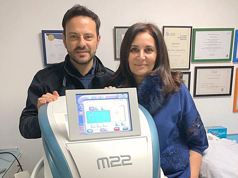 Dr. Lisandro Farollch con la plataforma multiaplicación M22